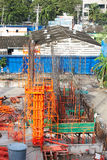 Штендер цемента здания в месте стройки Стоковые Фото