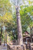 Штендер Ashoka на Wat Umong Suan Puthatham, 700-ти летнем буддийском виске в Чиангмае, Таиланде Wat Umong известный буддист стоковое фото rf