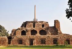 Штендер Ashokan и пирамидка Purana Qila Дели стоковые фото