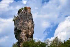 Штендер Katskhi, монастырь на столбце, Грузии стоковые фото