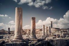 Штендеры и руины на археологических раскопках Kourion Distr Лимасола Стоковые Фотографии RF