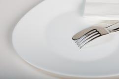 Штепсельная вилка и нож на плите Стоковая Фотография