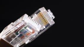 Штепсельная вилка соединения крупного плана кабеля телефона сток-видео