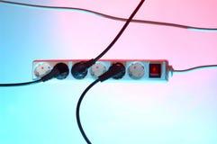 Штепсельная вилка с красочной предпосылкой Стоковое Изображение RF