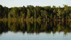 штилевое озеро дня Стоковые Фотографии RF