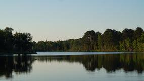 штилевое озеро дня Стоковая Фотография