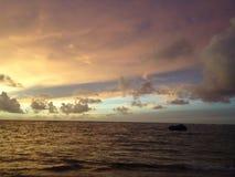 Штиль на море во время сумерк Стоковое Изображение