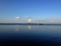 Штиль на море и маяк Стоковые Фотографии RF