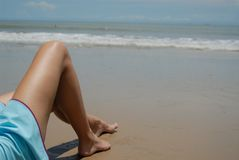 штока фото брюнет пляжа женщина красивейшего высокорослая стоковое изображение