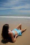 штока фото брюнет пляжа женщина красивейшего высокорослая стоковая фотография rf