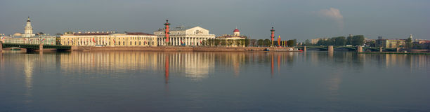 шток острова exchang здания vasileevsky стоковая фотография rf