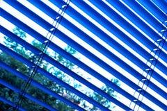Шторки эффективные светлые приборы защиты сделанные из вертикальных или горизонтальных предкрылков Предкрылки можно исправить или стоковые изображения rf