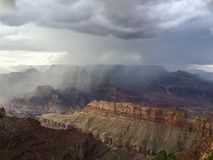 Шторм лета над гранд-каньоном Стоковое Фото
