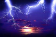 Шторм молнии на море стоковые изображения rf