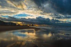 Шторм пляжем Остенде, Бельгией стоковая фотография