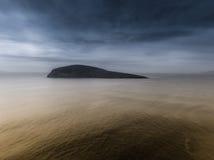 Шторм причаливая острову Стоковые Фотографии RF