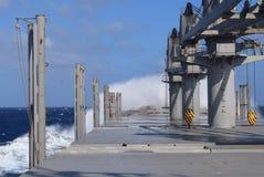 Шторм пропуска корабля в океане Стоковые Изображения RF