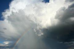шторм радуги облака стоковое изображение