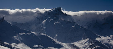 Шторм crosing гора Стоковые Изображения