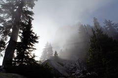 Штриховатости Солнця на горе Стоковая Фотография RF