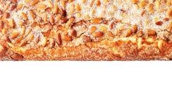 Штрудель с гайками и сахаром сосны на белой предпосылке Стоковое Изображение