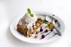 Штрудель Яблока с мороженым Стоковое Фото
