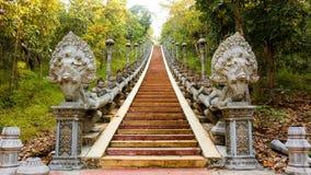 Штукатурка бога Deva демона Naka, шаг лестницы цемента Стоковые Изображения RF