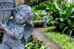 Штукатурка куклы в саде стоковое изображение