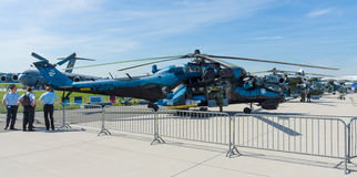 Штурмовой вертолет с возможностями перехода Mil Mi-24 задними Стоковое Фото