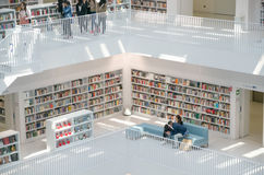 Штутгарт, Германия - 21-ое мая 2015: Публичная библиотека Штутгарта, Стоковая Фотография RF