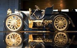 Штутгарт, Германия - 10-ое февраля 2016: Интерьер ранта Мерседес-Benz музея Стоковое фото RF