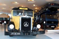 Штутгарт, Германия - 10-ое февраля 2016: Интерьер ранта Мерседес-Benz музея Стоковые Фото