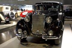 Штутгарт, Германия - 10-ое февраля 2016: Интерьер ранта Мерседес-Benz музея Стоковые Изображения