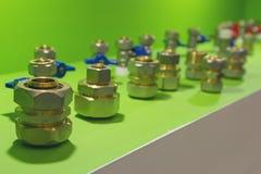 Штуцеры для труб металл-пластмассы стоковые фото