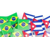 Штыри с флагами Бразилии и Кубы изолированных на белизне иллюстрация вектора