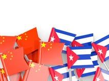 Штыри с флагами Китая и Кубы изолированных на белизне иллюстрация вектора