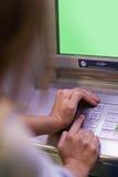 Штырь женщины входя в и клавиатура покрывать Стоковое Изображение