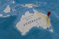 Штырь на карта Брисбене, Австралии в мире стоковые изображения