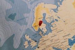 Штырь на карта Осло, Норвегии в мире стоковое фото