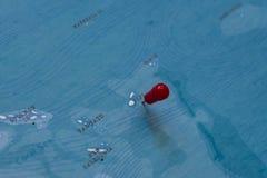 Штырь на карте Фиджи в мире стоковая фотография