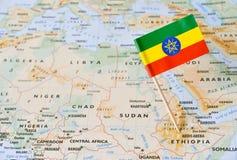 Штырь флага Эфиопии на карте стоковые изображения rf