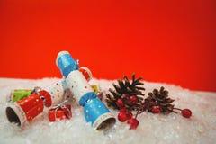 Шутихи рождества и украшение рождества на снеге Стоковое Фото