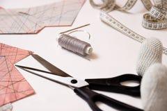 Шьющ, ремонтирующ вещи себя Стоковая Фотография RF