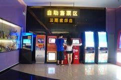 Шэньчжэнь, Китай: ландшафт залы билета кино Стоковые Фотографии RF