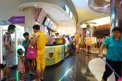 Шэньчжэнь, Китай: ландшафт залы билета кино Стоковое Изображение RF