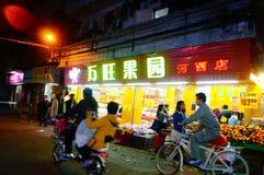 Шэньчжэнь, Китай: ландшафт ночи улицы Стоковые Изображения RF