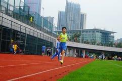 Шэньчжэнь, Китай: выбор спортсменов легкой атлетики элиты в основном и средних школах Стоковая Фотография RF