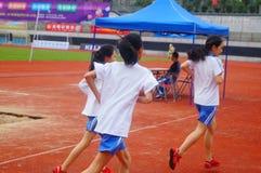 Шэньчжэнь, Китай: выбор спортсменов легкой атлетики элиты в основном и средних школах Стоковые Изображения