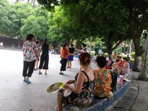 Шэньчжэнь, Китай: женщины танцуют Стоковые Изображения