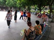 Шэньчжэнь, Китай: женщины танцуют Стоковая Фотография RF